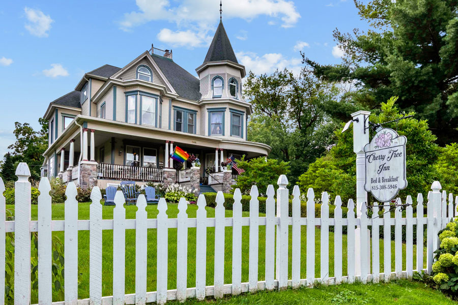 Vacation Rental | Cherry Tree Inn Bed and Breakfast | Woodstock, IL