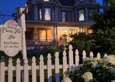 Cherry Tree Inn Night | Cherry Tree Inn | The Groundhog Day House | IL