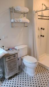 The Black Walnut Suite Bathroom   Cherry Tree Inn B&B, Woodstock, IL