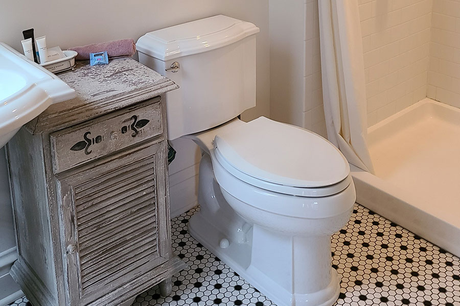 The Black Walnut Suite Bathroom | Cherry Tree Inn B&B, Woodstock, IL