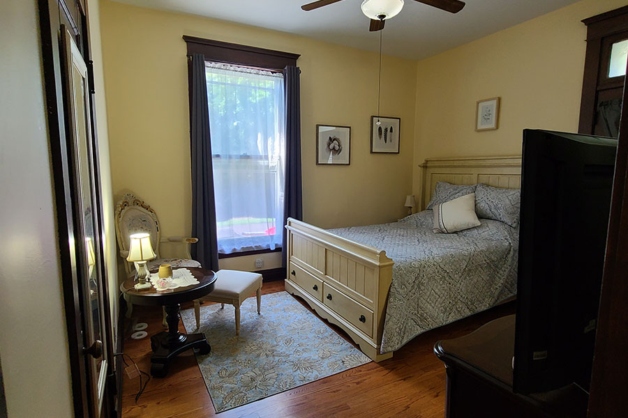 The Willow Suite Bedroom   Cherry Tree Inn B&B, Woodstock, IL
